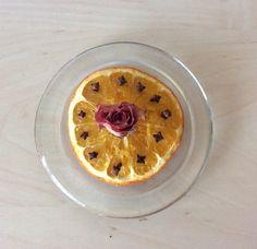 Im Winter esse ich sehr gerne Orangen. Wie kann ich die Schalen verwenden? Die Vorbereitung Sie sollten nur die Schalen von Bio-Zitrusfrüchten verwenden. Waschen Sie die Orangen gründlich mit heiße…