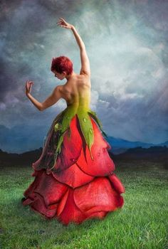 Romancing the Rose .By Artist Unknown. Art Floral, Flower Costume, Floral Fashion, Dance Photography, Surreal Art, Flower Dresses, Dresses Art, Wearable Art, Flower Art
