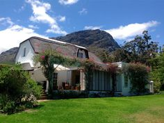 Honeypot Cottage - Honeypot Cottage is a Cape Dutch style, thatched cottage which can comfortably sleep six, and is fully equipped for self-catering. The cottage offers comfortable accommodation ideal for a family looking ... #weekendgetaways #franschhoek #southafrica