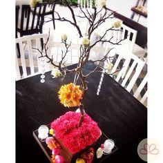 C A #weddingdecoration #boda #decoracion #vintage #love #amor #photooftheday #flores #flowers #crafts #decolores #caracas #novia #bride #wishtree #picoftheday #venezuela #instabride  #hechoamano #creativo #instalove #instagood #instamood #centrosdemesa #centerpieces #sign #chalkboard #pizarra #message #Padgram