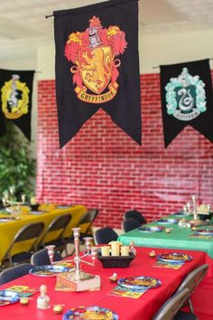 These fantastically fun ideas for a Harry Potter Birthday party will thrill your guest of honor! From decorations to cake and invitations to favors, these DIY ideas will inspire little wizards everywhere! Harry Potter Table, Harry Potter Halloween, Harry Potter Wedding, Harry Potter Birthday, Birthday Party Tables, 1st Boy Birthday, First Birthday Parties, First Birthdays, Birthday Ideas