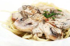 Wir stellen Ihnen jeden Donnerstag unser Rezept der Woche vor. Warum donnerstags? Weil donnerstags Veggietag ist. Dieses Mal: Spaghetti mit Champignon-Sahne-Sauce.