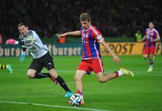 Thomas Mueller of FC Bayern Muenchen pus the ball past Roman. Top League, Thomas Muller, Munich, Pitch, Soccer, Football, Sports, Dortmund, Fc Bayern Munich