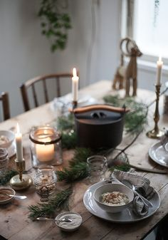 Adding a candle light is the easiest way to create a warm atmosphere during Christmas celebrations. Christmas Mood, Noel Christmas, Simple Christmas, Beautiful Christmas, Christmas Table Settings, Christmas Tablescapes, Christmas Decorations, Holiday Tablescape, Yule