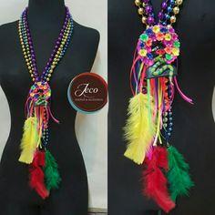 Collar carnaval www.accesoriosjeco.com Diy Jewelry, Jewelery, World Thinking Day, Willy Wonka, African Women, Crafts To Do, Wedding Inspiration, Bandanas, Beauty