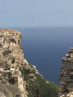 Aterrizando: De Dingli Cliffs a Gozo, Malta