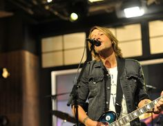 Keith Urban debuts his latest PLAYER Guitar Collection at HSN with host Colleen Lopez on December 14th in St. Petersburg, Florida. The collection is available via HSN TV, hsn.com and HSN Mobile.
