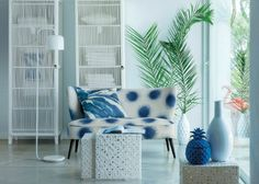 Spied at La Redoute. Botanical print cushion covers, rattan furniture, metal occasional tables and cactus vases. Am Pm La Redoute, Piece A Vivre, Interior Design Magazine, Top Interior Designers, Printed Cushions, Rattan Furniture, Home Decor Trends, Soft Furnishings, Room Interior