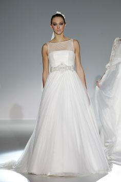 8e2393dc354c2 Colección 2013 de vestidos de novia de Franc Sarabia  vestidosdenovia   weddingdress  bcnbridalweek