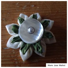 Kanzashi with mother of pearl button