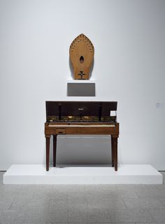 O Ondes Martenot. Mod. no. 2 (c. 1930) and the Palm Speaker (1950) from the collection of Thomas Bloch, Paris, in the exhibition The New Trade / O Novo Ofício, Museu Coleção Berardo, Lisboa, 2012.  Photo: David Rato