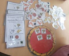de la pizza - madrassatoun FRENCH Pizza game to teach numbers. Would work for regular Math too.FRENCH Pizza game to teach numbers. Would work for regular Math too. Teaching Numbers, Teaching Math, Math Games, Activities For Kids, French Pizza, Montessori Math, French Lessons, Teaching French, Learn French
