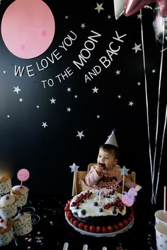 Je l'ai fait // La fête d'un an de notre baby girl sous le thème : Love you to the moon and back ! – DecouvrirDesign You are in the right place about Two the moon birthday 1st Birthday Party Themes, Birthday Party Centerpieces, Baby Boy 1st Birthday, Birthday Ideas, Space Party, Space Theme, Moon Party, Foto Baby, Baby Shower Decorations For Boys