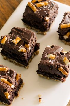 Easy, chewy Pretzel Brownies with a hint of salt an a crunchy bottom. gluten free | Bob's Red Mill