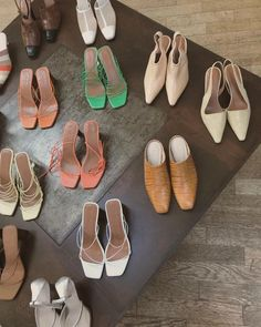 From sandals and boots to mules, all the models to keep up with fashion of this spring/summer Dress With Sneakers, Black Sneakers, Toe Shoes, Ballet Shoes, Oc Fanfiction, Mule Sandals, Mens Trainers, Blue Bags, Strappy Heels