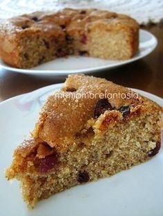 Una torta integrale per la prima colazione, arricchita da miele, mirtilli e zucchero di canna