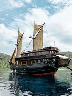The Alila Purnama prepares to set sail