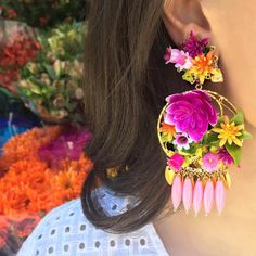 Stunning florals, no watering required | tap link in bio to #shop exclusive @mercedessalazar flower #earrings, now! #ModetteLife @allifar