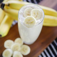 Banana Yogurt Smoothie This banana smoothie recipe requires just a few ingredients and takes seconds to blitz together. Fruit Smoothies, Banana Yogurt Smoothie, Smoothie Recipes With Yogurt, Smoothie Recipes For Kids, Milkshake Recipes, Easy Smoothies, Breakfast Smoothies, Smoothie Drinks, Banana Milkshake
