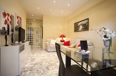 New Croce apartment in Rome, now available for bookings on our website:  http://www.romecityapartments.com/apartments/Croce_det_539.htm