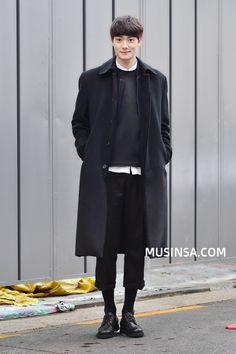 Streetstyle: Seo Su Woon shot by Baek Seung Won Korean Fashion Work, Korean Fashion Winter, Korean Fashion Trends, Asian Fashion, New Fashion, Fashion Online, Korean Style, Fashion Ideas, Fashion Stores