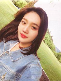 """joy goes so well with the nature"" Seulgi, Kpop Girl Groups, Kpop Girls, Joy Rv, Divas, Red Valvet, Red Velvet Joy, Park Sooyoung, Kim Yerim"