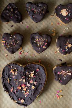 Love in a pie – Lisette Kreischer - vegan pies met date caramel  #vegan #plant-based #plantpower #ecofabulous #whatveganseat #vegantreats
