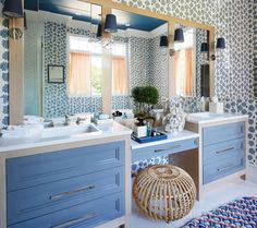 """""""Ikat Blossom"""" wallcovering dresses the blue master bathroom in preppy pattern. - Photo: Werner Straube / Design: Anne Maxwell Foster & Suysel dePedro Cunningham"""