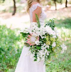 Weißer Strauß mit Protea  Trend 2015: große Brautsträuße | Friedatheres.com