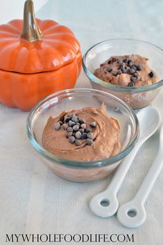 Super decadent chocolate pumpkin mousse makes the perfect dessert. Only 4 ingredients to make this healthy treat. vegan, gluten free and paleo.
