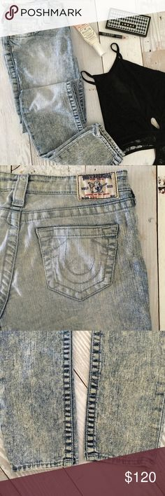 Auth. True Religion Acid Wash Premium Skinny Jeans Authentic True Religion acid wash Premium Nat Skinny Jean. This was a favorite pair of my jeans but only fit for a short time 🙁 Excellent condition and flattering fit 💕 * 31\