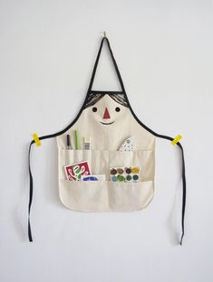 Funny Face Apron Tutorial | The kids will love crafting with you in this simply adorable apron!