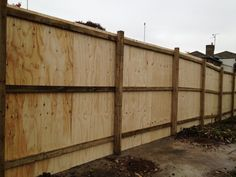 Timber Site Hoarding Fencing supplied and fitted by Collinson Fencing in Essex, London, Kent & Hertfordshire. Diy Privacy Fence, Diy Fence, Fence Ideas, Yard Ideas, Wood Fence Design, Landscaping Retaining Walls, Modern Fence, Backyard Makeover, Diy Patio