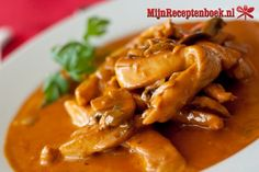 A tasty satisfying chicken stroganoff dish. Chicken Stroganoff Recipe from Grandmothers Kitchen. Savoury Dishes, Food Dishes, Main Dishes, Side Dishes, Stroganoff Sauce Recipe, Sauce Recipes, Chicken Recipes, Chicken Ideas, Yummy Recipes