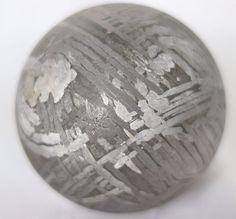 Riesige Meteoritkugel aus Seymchan Meteorit  Russland ,Russia 巨大的陨石子弹 /隕石球