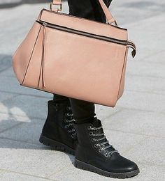 2016.09.19 - Women's boots with a nod to men's footwear are a great look if you're not so keen on heels. Lace-up bootslook ultra cool whenstyled with feminine touches like flowy tops, frilly skirtsand pastel handbags.