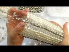 DIY GARRAFA DECORATIVA de PÉROLAS COM DESENHO MÓVEL - YouTube Crates, Pearl Necklace, Diy, Pearls, Gifts, Youtube, Jewelry, Craftsman Bathroom, Bottle Cap Crafts