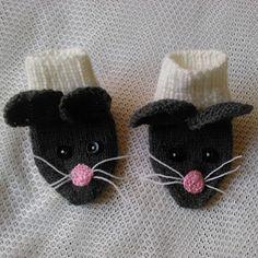 Šedé myšky - originální ponožky pro nejmenší Horn, Origami, Baby Shoes, Slippers, Baby Boy Shoes, Horns, Origami Paper, Slipper, Origami Art