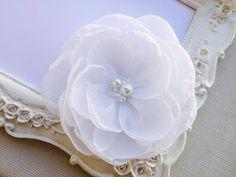 Pince cheveux fleur de mariée, Rose Blanc pour coiffure de mariage Karla : Accessoires coiffure par fleurs-de-provence
