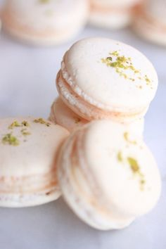 """Grapefruit French Macarons Last year, someone decided that French macarons were the new """"cool kids"""" in pastry. I was definitely not this person. In fact, if given the choice between one of these airy, chewy, co… Tea Cakes, Cookie Recipes, Dessert Recipes, Grapefruit Recipes Dessert, Baking Desserts, Macaron Cookies, French Macaroons, Macaroon Recipes, Gastronomia"""