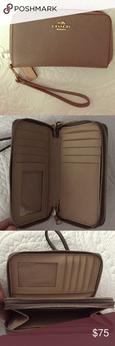 Coach Wallet Wristlet Like new, comes with gift box Coach Bags Wallets