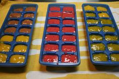 10 tips for making homemade baby food! Homemade baby food in ice cube trays for freezing.