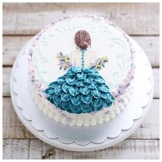 Image may contain: food Cake Decorating Piping, Creative Cake Decorating, Cake Decorating Videos, Cake Decorating Techniques, Beautiful Birthday Cakes, Beautiful Cakes, Tulip Cake, Girly Cakes, Buttercream Flower Cake