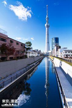 【日本新地標-東京スカイツリー】在十間橋上回頭看,水面鏡射倒映著完整的晴空塔,不愧是日人選為拍攝晴空塔最佳的視角阿