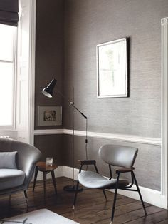 Papel pintado textil o con textura en el salón