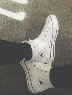 White all-star converse high tops Monday, I'm coming for you White High Top Converse, High Top Sneakers, White High Tops, Converse All Star, Converse Chuck Taylor, White Chucks, Wedge Sneakers, Converse Outfits, Converse Sneakers