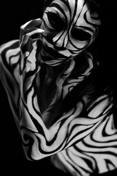 Painting art body awesome 19 Ideas for 2019 - Body Art Henna Tattoos, Photographie Art Corps, Airbrush Art, White Bodies, Human Art, Op Art, Optical Illusions, Dark Art, Black And White Photography