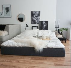 emma im stylishen Wohnzimmer von Melike!