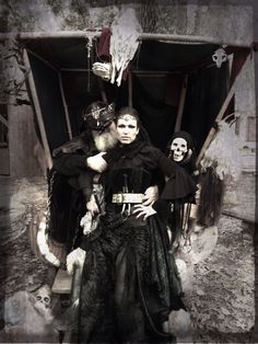 Texas Renaissance Faire - Medieval Dark Warrior Princess Queen Gothic Fantasy Woodland Crown Skull Barbarian Fashion Black Leather Fur Costume - Game of Thrones