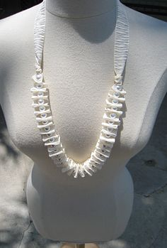 Pearl and Ribbon Accordion Necklace        http://www.lovemaegan.com/2010/08/pearl-ribbon-accordion-necklace-diy.html